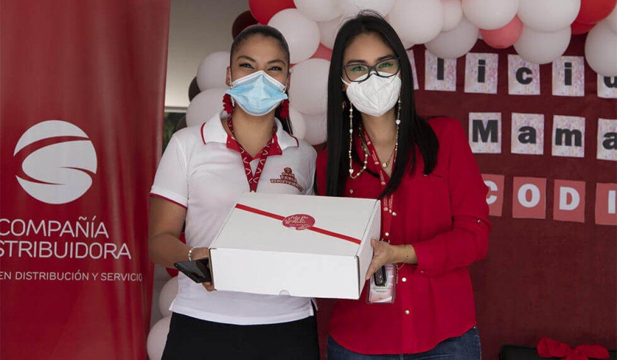 Compañía Distribuidora celebra a lo grande a las mamás